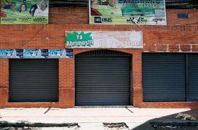 多数の死傷者が出たナイトクラブが入るビル=16日、カラカス(ロイター=共同)