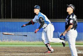 ロッテとの2軍戦の7回、この日2本目の3ランを放つ日本ハム・清宮。投手西野=鎌ケ谷