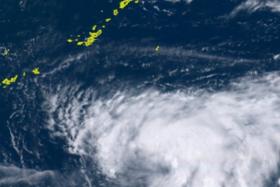 ひまわり8号リアルタイムwebがとらえた台風10号(7月19日午前10時30分)