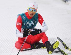 平昌冬季五輪のノルディックスキー複合個人ラージヒルでメダルを逃し、ゴール後に座り込む5位の渡部暁斗=20日、韓国・平昌(共同)