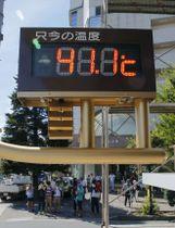 国内観測史上最高の気温「41.1度」を表示する埼玉県熊谷市内の温度計=23日午後2時28分