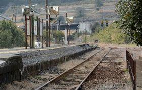 熊本地震の影響で不通になっているJR豊肥線の立野駅のホーム=17日、南阿蘇村(岩崎健示)
