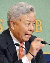 記者会見するアジアインフラ投資銀行の金立群総裁=20日午後、東京・内幸町の日本記者クラブ