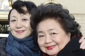 ICANの会議に参加するためオーストリア・ウィーンを訪れたサーロー節子さん(右)と竹内道さん=2014年12月(Susan Strickler提供)