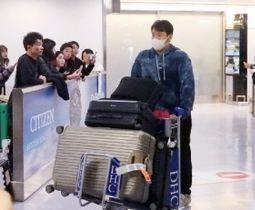 米国から帰国し、成田空港に到着した菊池