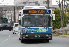 県内のバス路線で実証試験が行われているEVバス。乗客が多く渋滞が激しい横浜市でも試験が実施される=熊本市