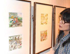 子どもや動物の愛らしいイラストが並ぶ会場