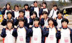 13日のレース本番へ意気込む愛媛選抜チーム=12日、ロームシアター京都