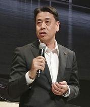 日産自動車主催のイベントであいさつする、次期CEOに就任が決まった内田誠専務執行役員=22日午後、横浜市