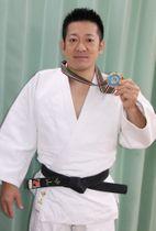 日本ベテランズ国際柔道大会60~66キロ以下級で通算7連覇を果たした中山さん=平戸市岩の上町