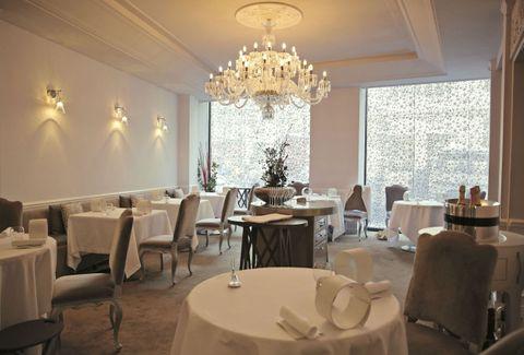 ミシュランガイドで日本人シェフ初の三つ星を獲得した小林圭さんのレストラン「ケイ」の内部=28日、パリ(共同)