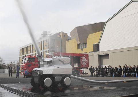「ロボット消防隊」お披露目