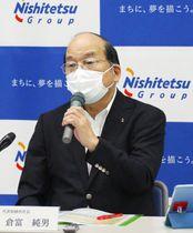 記者会見する西日本鉄道の倉富純男社長=9日午後、福岡市