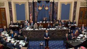 米上院で始まったトランプ大統領の弾劾裁判=21日、ワシントン(ロイター=共同)