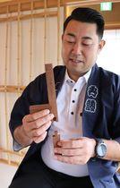 くぎを使わず材木を組む工法など、町家建築の伝統技術を伝える塾を開校する内藤さん(京都市東山区)