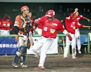 野球BCリーグ 福島9回逆転勝ち、新潟に8-6