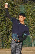金沢星稜大初のプロ選手誕生に期待がかかる泉圭輔投手=金沢市御所町で