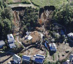 台風19号による土砂崩れで住民が死亡した現場=10月13日、群馬県富岡市