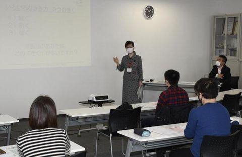 傾聴の基本姿勢を教えた日本産業カウンセラー協会四国支部の教室=23日午後、松山市味酒町1丁目