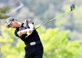 1アンダーで首位に立った古林=タカガワ東徳島ゴルフ倶楽部