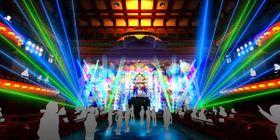 5月の南座「夜マツリ」のイメージ。DJによる音楽が流れる中、フラット化された1階で客が踊れるようになる=南座提供