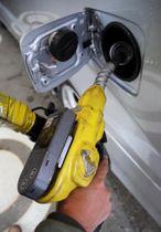 ガソリンスタンドでの給油