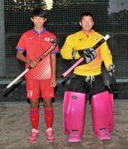U15日本代表に選ばれたFW斉藤(左)とGK折笠=今市中グラウンド