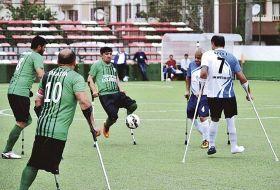 アンプティサッカーをするトルコのチーム(実行委員会提供)
