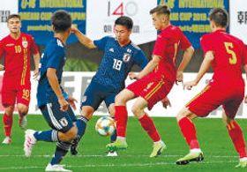 ルーマニア代表と熱戦を繰り広げる日本代表
