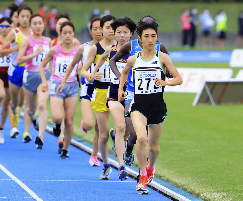 ホクレン中長距離チャレンジ第2戦の女子3000メートルで、力走する田中希実(手前)=7月8日、深川市陸上競技場(代表撮影)
