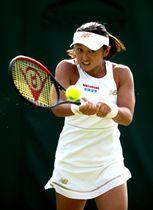 ウィンブルドン選手権の予選2回戦 アリーナ・ロディオノワに敗れた土居美咲=26日、ロンドン(ゲッティ=共同)