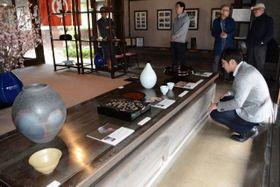 鳥取、岡山の若手作家による「越える工芸」展