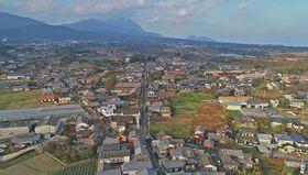 かつて庄屋の町として栄え、明治や大正期の建物が点在する有家の町並み=南島原市
