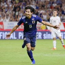 日本―コスタリカ 後半、ゴールを決め駆けだす南野=パナスタ
