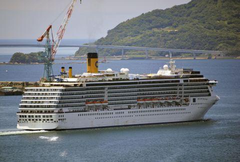 長崎停泊の伊クルーズ船が出港