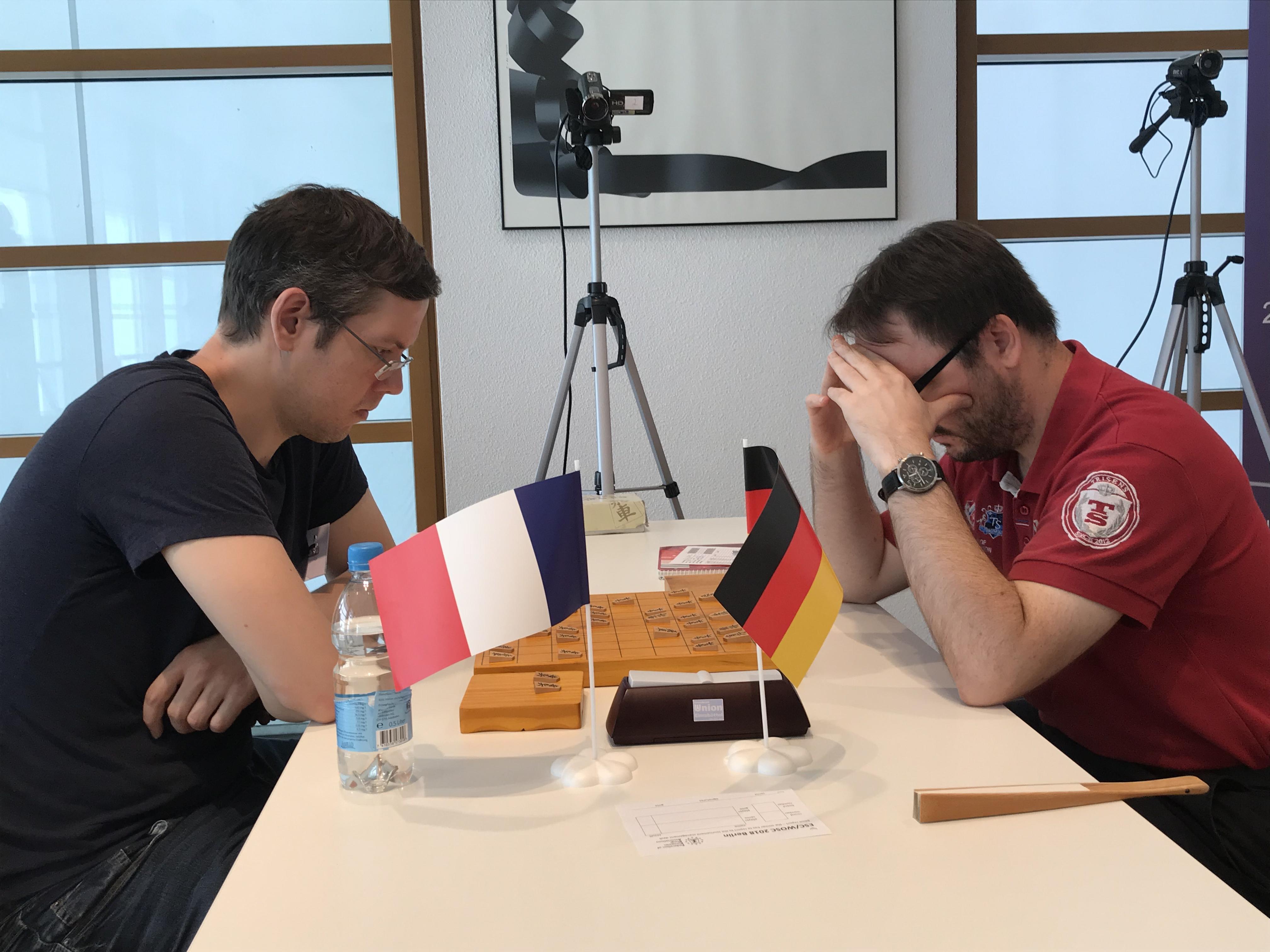 フォルタンさん(左)とライターさん(右)による決勝戦