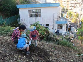 子どもたちが自由に楽しめる「かまくら冒険遊び場・梶原」=鎌倉市梶原4丁目