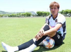 サッカー、そして地元沖縄に対する思いを熱く語る上原慎也
