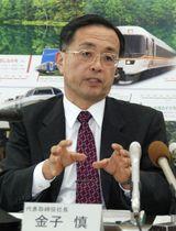 記者会見するJR東海の金子慎社長=13日午後、名古屋市