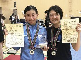 東京都選手権女子優勝の辻すみれ(左)と準優勝の伊藤真希