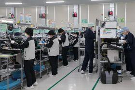 自動車産業の品質に関する国際規格を取得した九州テン佐世保工場=佐世保市小佐々町