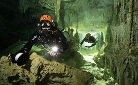 メキシコ・ユカタン半島で見つかった全長347キロの水中洞窟((C)HERBERT・MEYRL/GAM・共同)