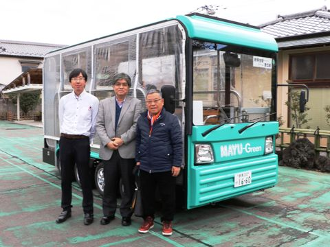 ゆっくり走る電動バス、住民の足守る