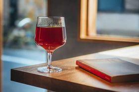 グラスで提供するハンドドリップコーヒー