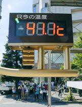 国内観測史上最高の気温「41.1度」を表示する埼玉県熊谷市内の温度計=2018年7月23日