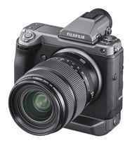 富士フイルムが6月下旬に発売する高級ミラーレスデジタルカメラ「FUJIFILM GFX100」。レンズは別売り