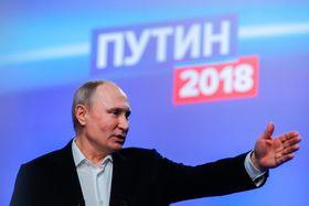 18日、モスクワの選対本部で話すロシアのプーチン大統領(タス=共同)
