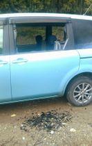 陸上自衛隊饗庭野演習場から発射された迫撃砲弾が落下した影響で、窓ガラスが割れた乗用車=14日午後、滋賀県高島市(陸上自衛隊提供)