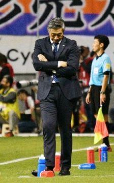 契約満了に伴い今季限りで退任する長崎の高木監督