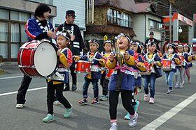 「火の用心」声高らか 岩手町で園児がパレード